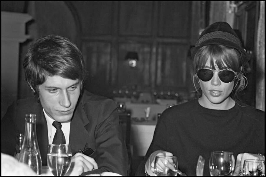 En 1966, après l'un de ses concerts, Jacques Dutronc dine avec Françoise Hardy.