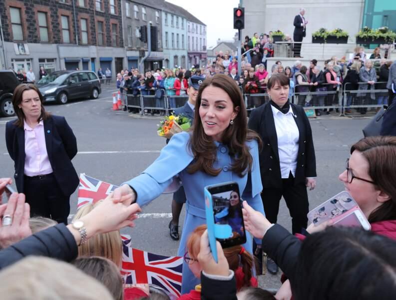 Une tenue originale pour Kate Middleton lors de sa visite en Irlande du Nord, le 28 février 2019.