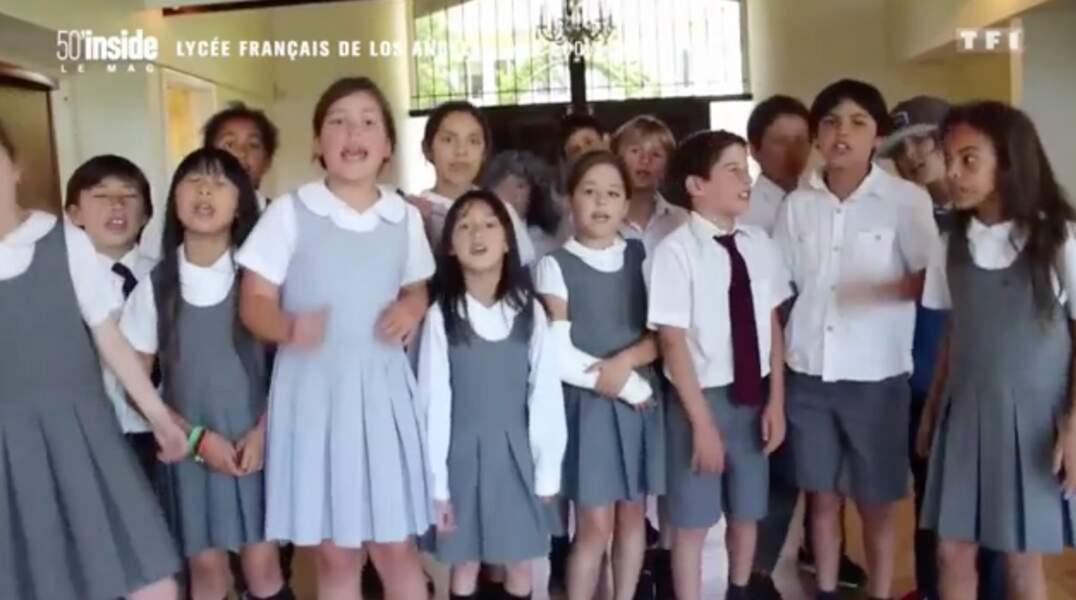 Jade Hallyday à la chorale du lycée français de Los Angeles