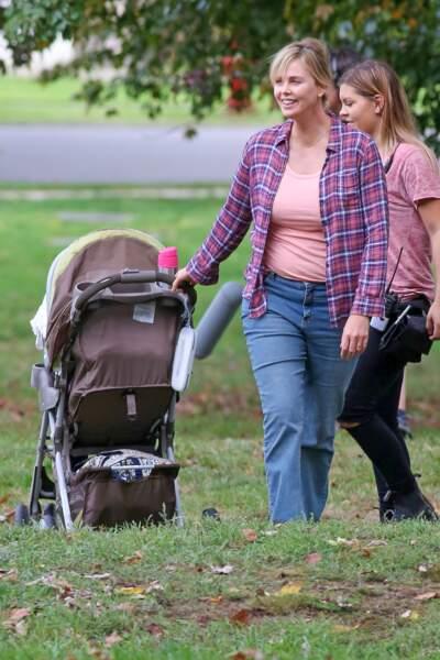 prise de poids spectaculaire de Charlize Theron pour le tournage de Tully à Vancouver