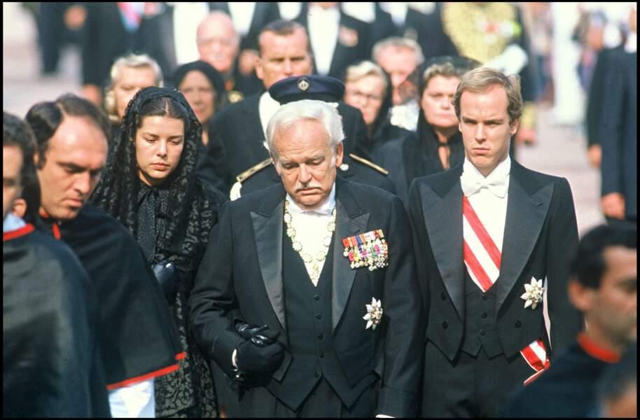 Caroline, Rainier, et Albert de Monaco aux obsèques de la princesse Grace, en 1982
