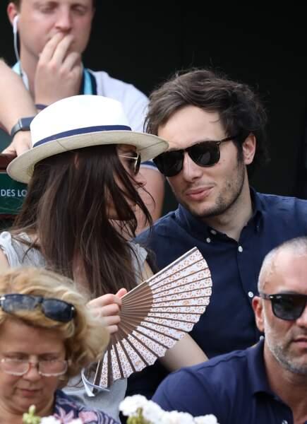 Le chanteur Vianney et sa compagne Catherine Robert tout sourire dans les tribunes