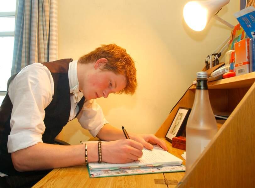 Le Prince Harry au collège d'Eton en 2003