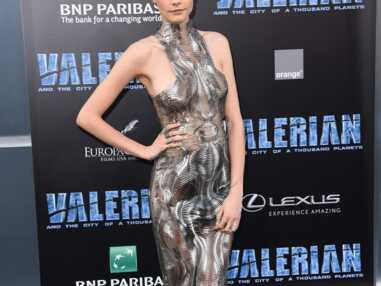 Cara Delevingne et sa coupe rétro pour l'avant-première de Valerian