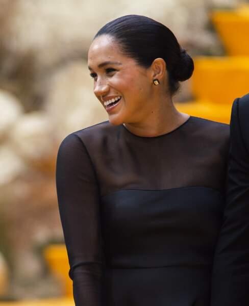 Meghan Markle sublime en robe Jason Wu et cheveux tirés ravie d'être présente à cet évènement cinéma