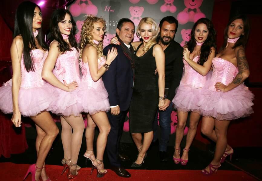 Joanna et Muratt Atik, Edouard Nahum et les danseuses du Pink Paradise