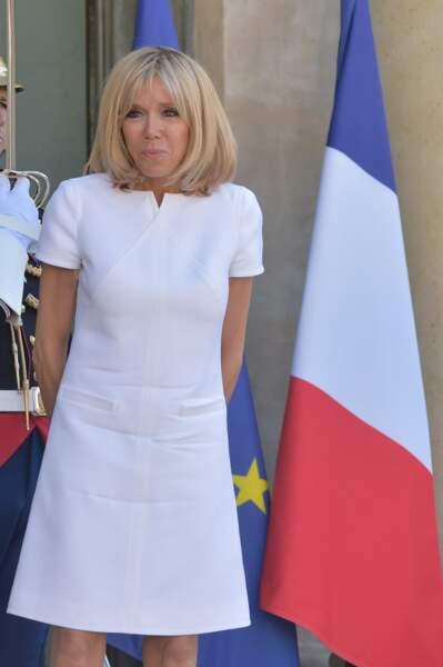 8 juin 2017 : Brigitte Macron en robe courte blanche