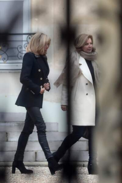 Brigitte Macron a d'ailleurs évoqué un prochain déplacement avec Valérie Trierweiler en faveur du Secours Populaire
