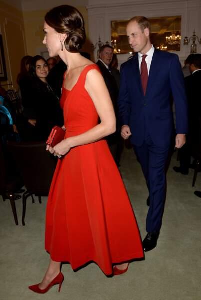 Kate Middleton glamour et sexy en robe rouge moulante à une soirée contre le cancer du sein