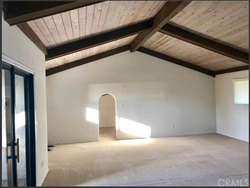 Une grande pièce de la maison de Chester Bennington, où le chanteur de Linkin Park s'est suicidé