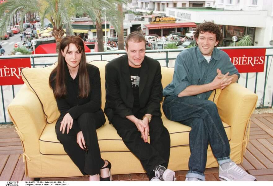 Monica Bellucci et Vincent Cassel, autour de Jan Kounen, pour la promo de Dobermann en 1997