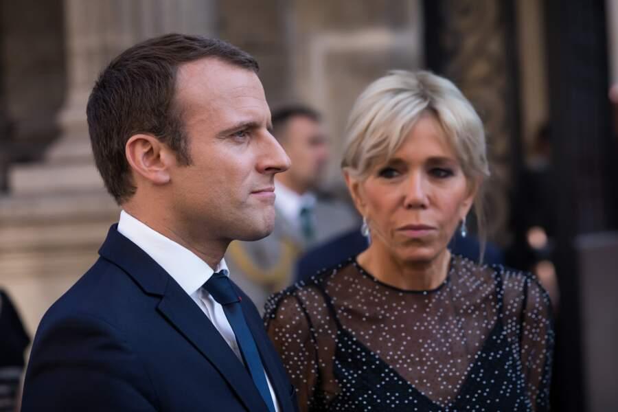 Brigitte Macron : un chignon sophistiqué doté d'une petite frange