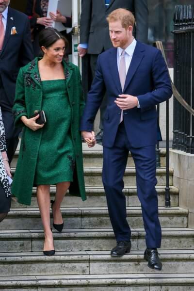 Meghan Markle, qui adore porter du vert, a craqué pour cette robe et ce manteau signés Erdem