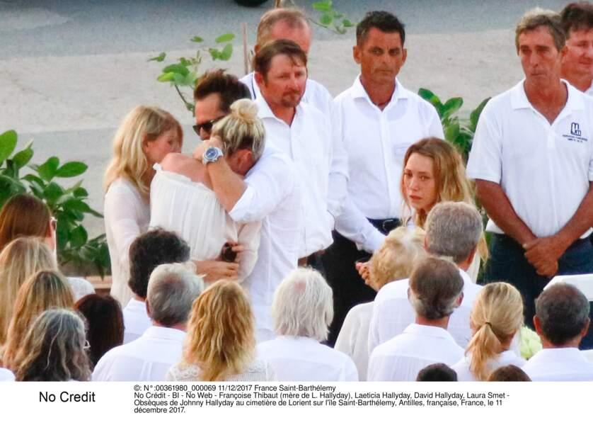 Françoise Thibaut (mère de L. Hallyday), Laeticia Hallyday, David Hallyday, Laura Smet - Obsèques de Johnny