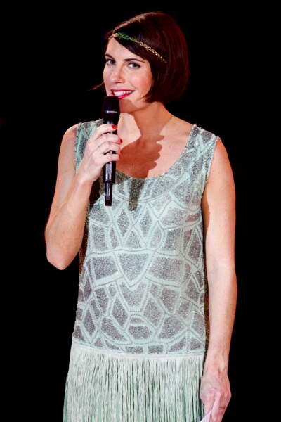 Alessandra Sublet et son carré court esprit rétro accessoirisé d'un headband, aux Victoires de la Musique en 2012
