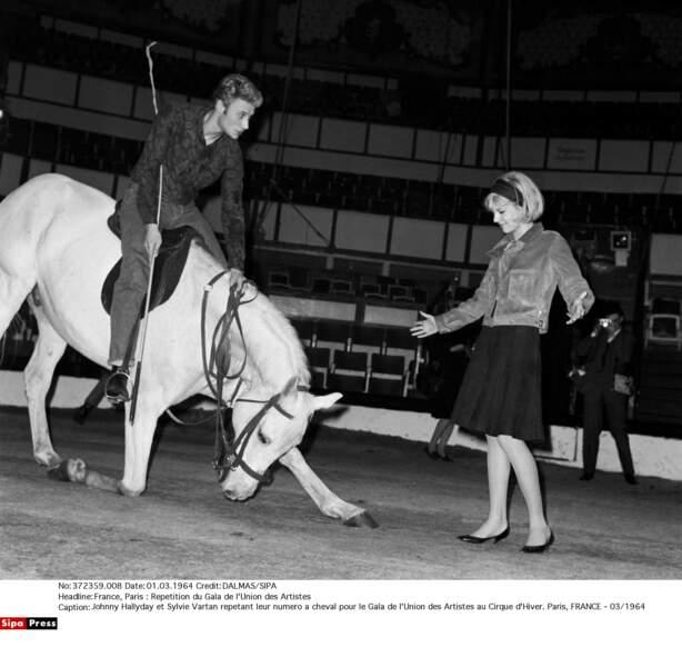 Johnny Hallyday et Sylvie Vartan répétant un numéro pour le Gala de l'Union des Artistes au Cirque d'Hiver en 1964