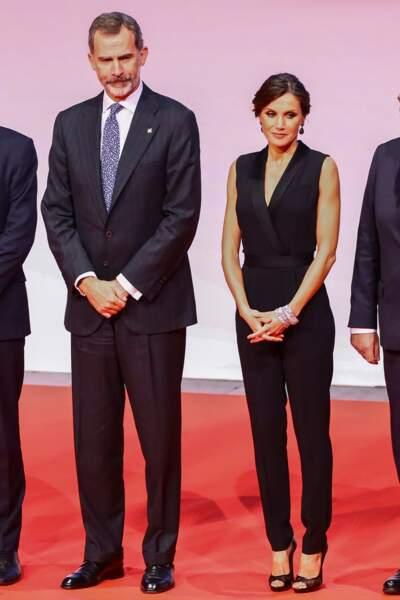 Le roi Felipe VI et la reine Letizia d'Espagne, très élégante en combi-pantalon noire