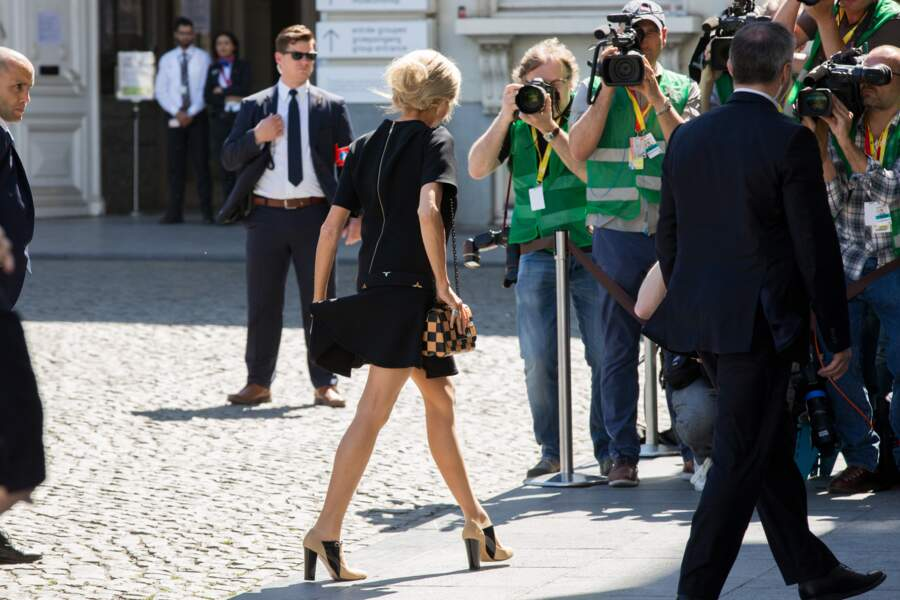 Brigitte Macron, encore plus courte.