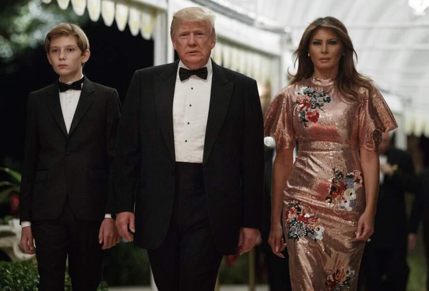 Donald , Melania et Barron Trump lors du gala du nouvel an à Palm Beach en Floride, le 31 décembre 2017