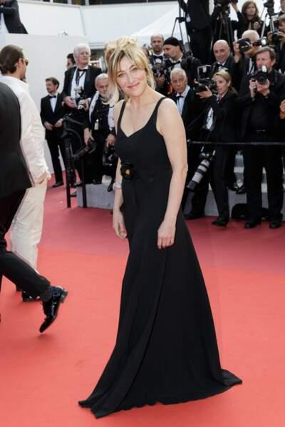 Dans une robe noire, la soeur de Carla Bruni a fait sensation sur le tapis rouge