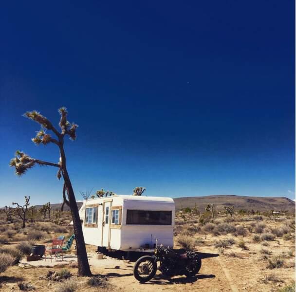 David Beckham, sa moto, sa caravane, et le désert californien