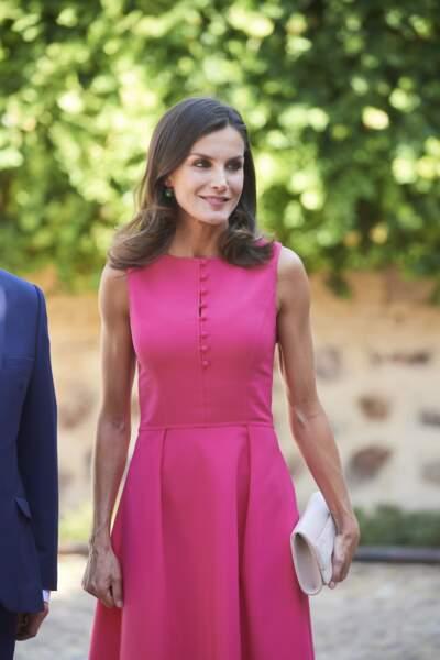 La reine Letizia d'Espagne arborait une pochette blanc cassé