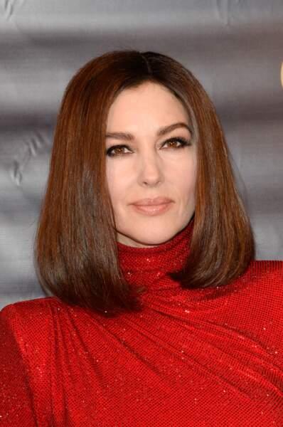Bouche nude et regard de biche, l'option make-up réussie de Monica Bellucci.