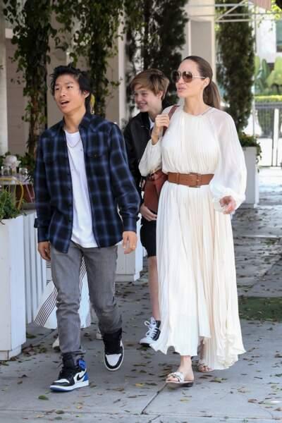 Angelina Jolie a dû dire au revoir à l'un de ses fils aînés qui a repris ses études en Asie