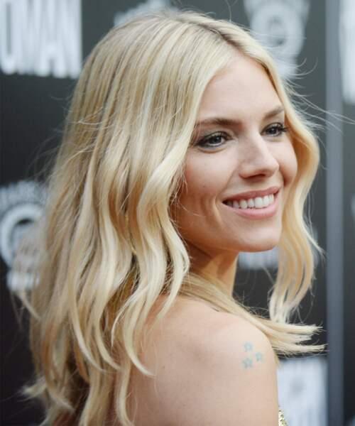 Un blond clair et sophistiqué comme Sienna Miller