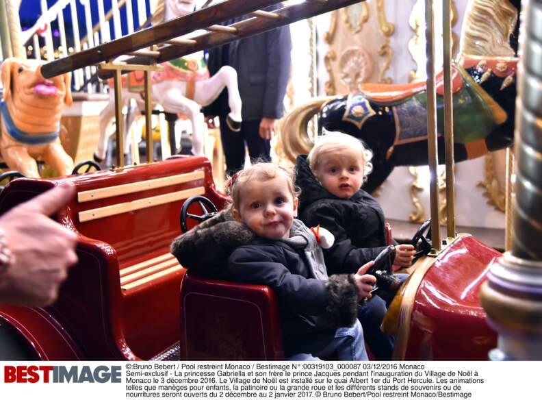 Le prince Jacques et la princesse Gabriella lors de l'inauguration du village de Noël à Monaco le 3 décembre 2016