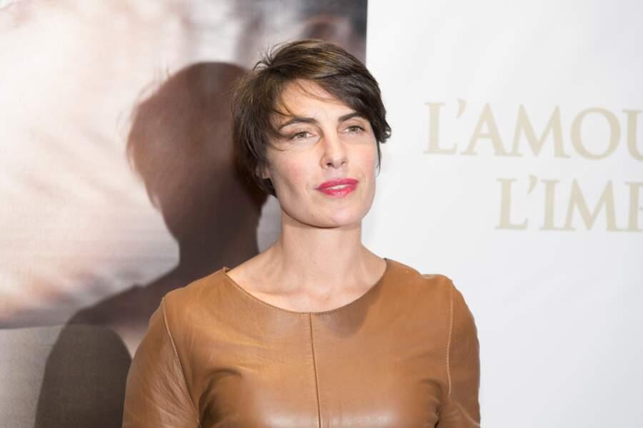 """Alessandra Sublet et sa coupe courte avec mèches, à la première du film """"La Confession"""" à Paris, le 2 mars 2017"""