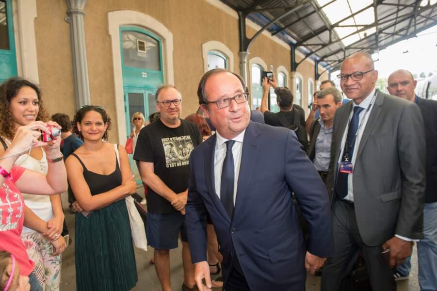 Beaucoup de monde pour accueillir François Hollande à la gare d'Angoulême