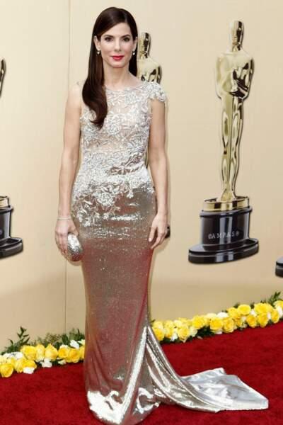 Sandra Bullock, sirène de charme, en Marchesa pour les Oscars de 2010