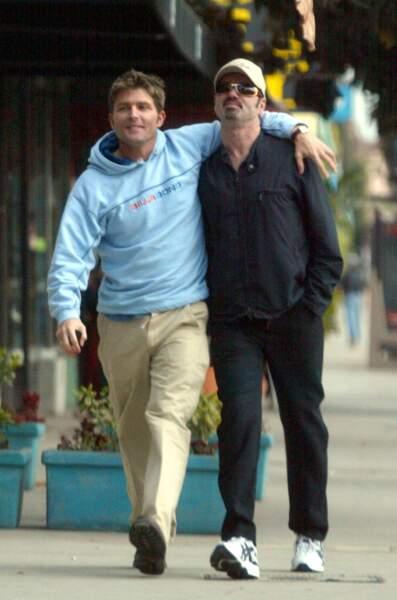 """2002: George et Kenny, à L.A.. George vient de sortir """"Shoot the dog"""", single moquant le puritanisme américain."""