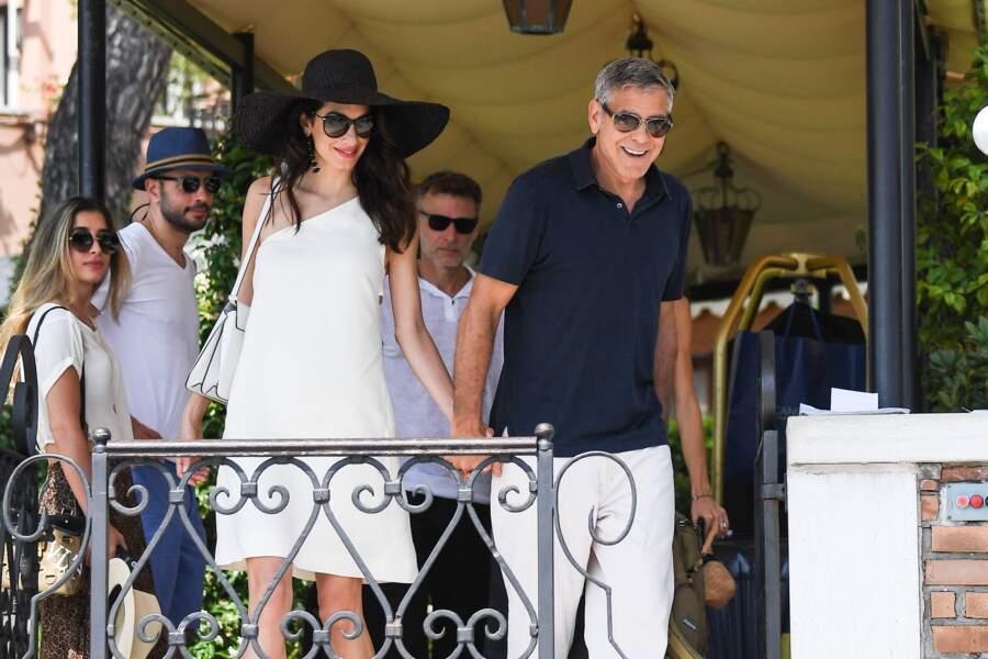 Amal Clooney était ravissante au bras de son mari George à Venise en Italie