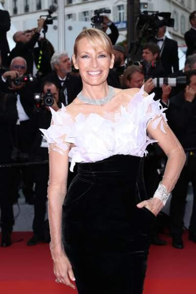 Estelle Lefébure sublime en robe Yanina Couture lors du 72ème Festival de Cannes.