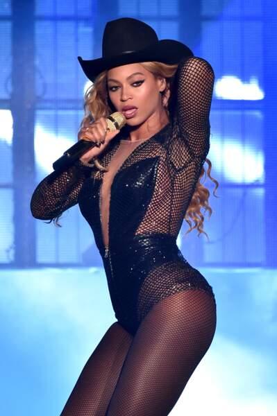 Beyoncé toujours en forme grâce à son mélange : céréales, eau citronnée, poivre de cayenne et sirop d'érable !