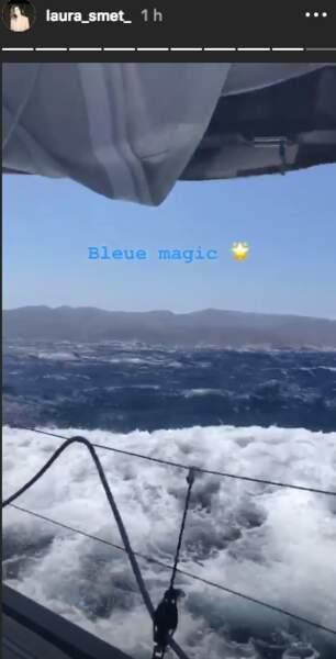 Laura Smet n'a visiblement pas le mal de mer malgré l'allure du bateau.