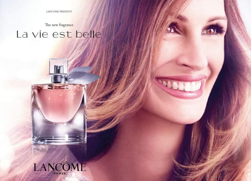 """Julia Roberts tout sourire pour la campagne de """"La vie est belle"""" par Lancôme en 2016"""