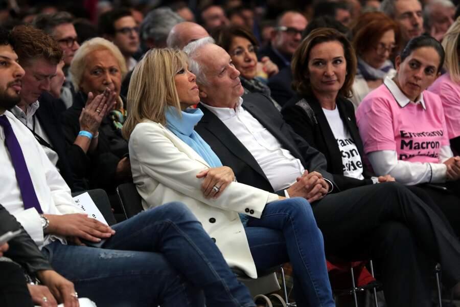 Même denim attitude pour soutenir son époux, lors d'un meeting à Albi, en mai 2017