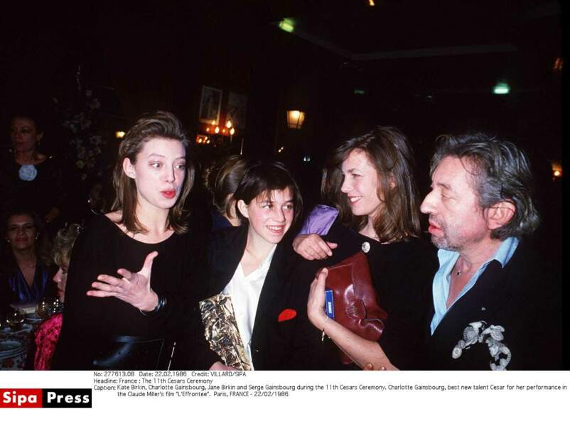 Kate Barry, Charlotte Gainsbourg, Jane Birkin et Serge Gainsbourg aux Césars en 1986