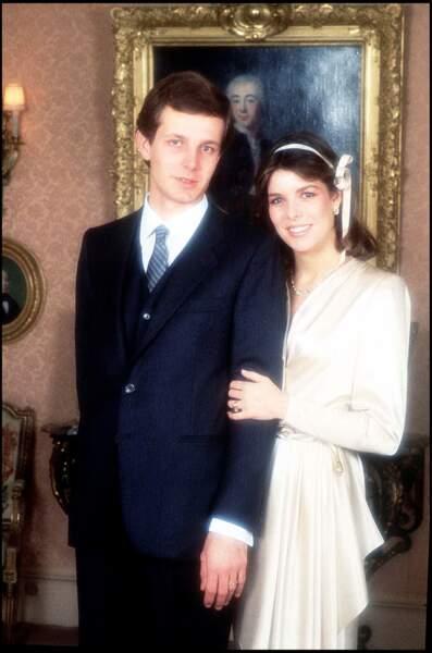 Stefano Casiraghi et Caroline de Monaco posent pour la photo officielle de leur mariage, en 1983