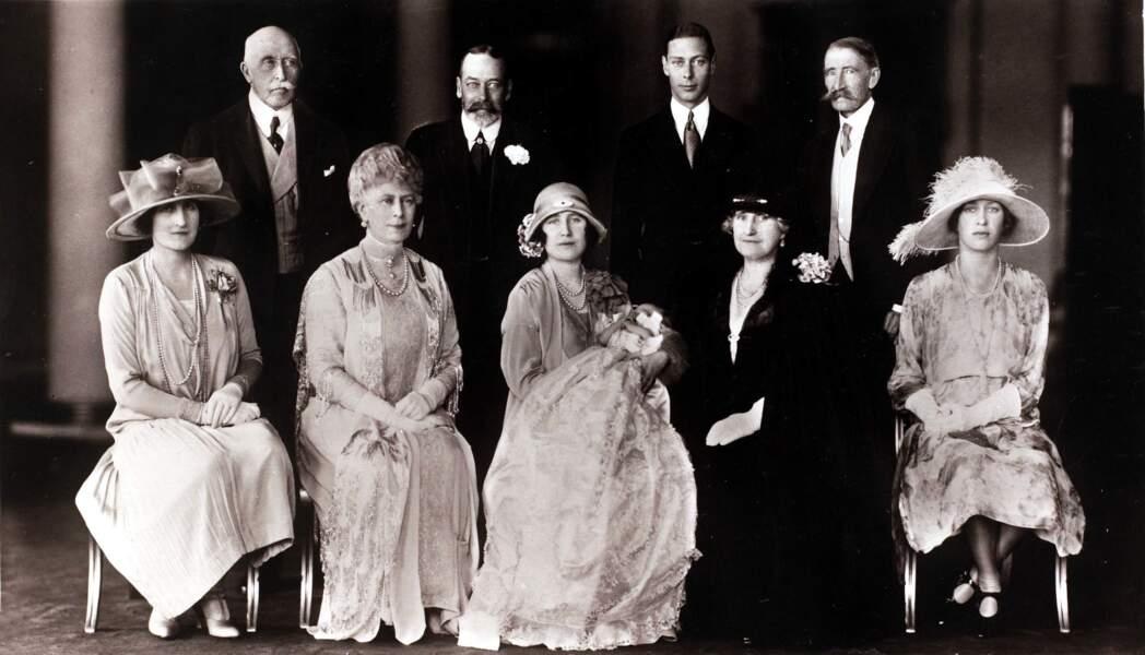 La famille royale d'Angleterre réunie à l'occasion du baptême d'Elizabeth, le 29 mai 1926