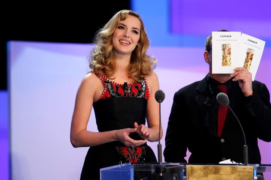 Lors de la cérémonie des César de 2008, Louise Bourgoin choisit un brushing bouclé hollywoodien