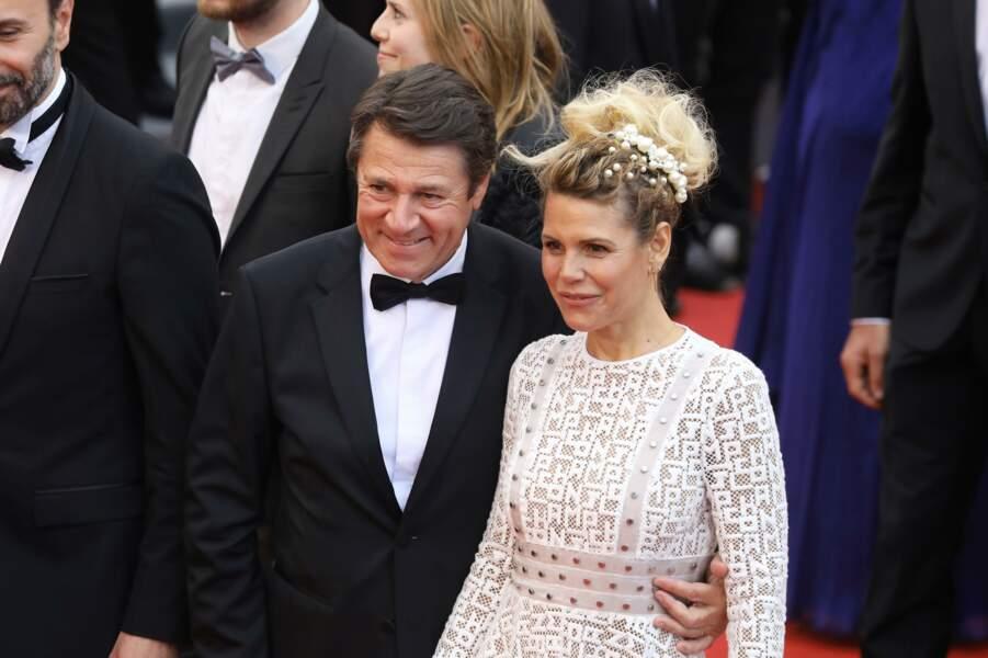 Laura Tenoudji a opté pour un chignon tressé très en vogue à Cannes cette année 2019
