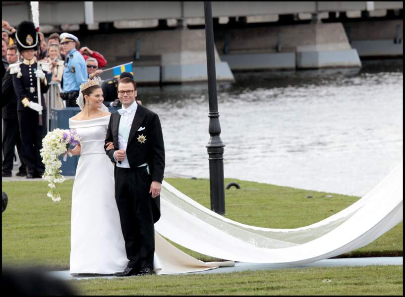 Victoria de Suède (en robe Pär Engsheden) et Daniel Westling lors de leur mariage à Stockholm le 19 juin 2010