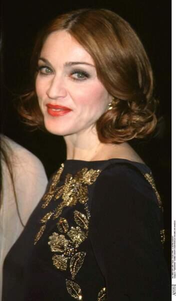 Madonna et son carré court ondulé châtain clair à la soirée Vanity Fair des Oscars en 1999