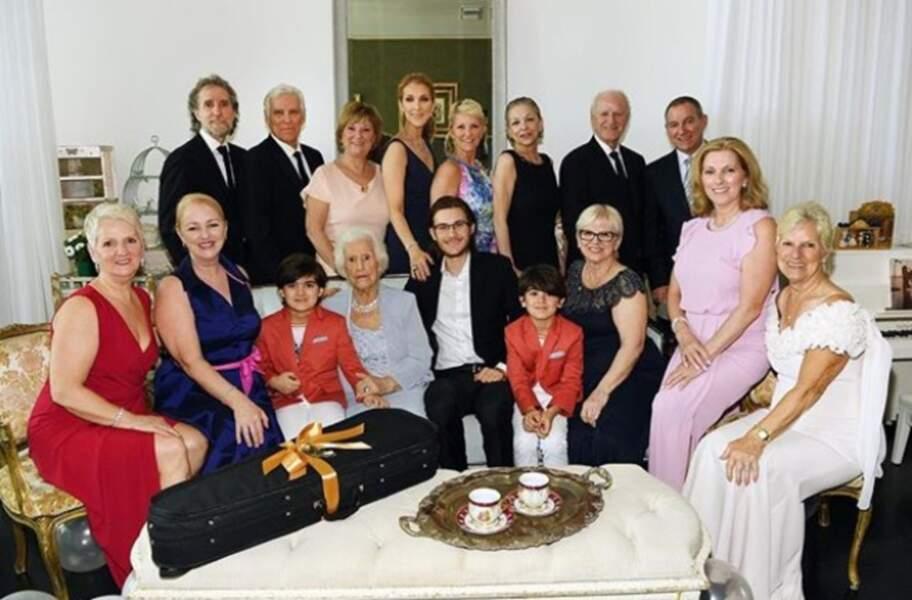 Toute la famille Dion est réunie le 21 mars 2017 pour les 90 ans de la grand-mère.