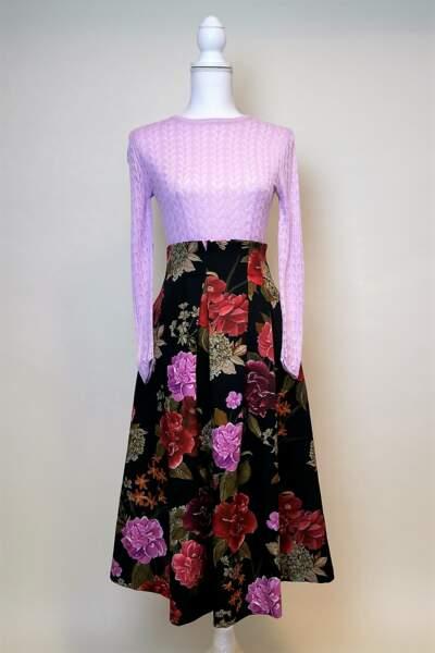 Sur Ebay le 10 décembre, on shoppe l'allure bobo de Jenifer avec cette jupe à fleurs et ce top flashy.
