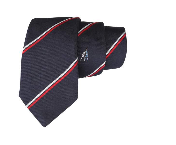 """Cravates 100% soie """"Carton Rouge"""" brodées de fautes de football, """"Zizou"""" de Cinabre, 115€ (cinabre-paris.com)."""